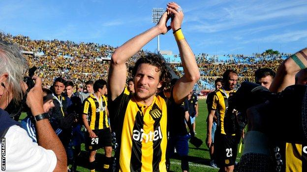 Diego Forlan playing for Penarol, 2015
