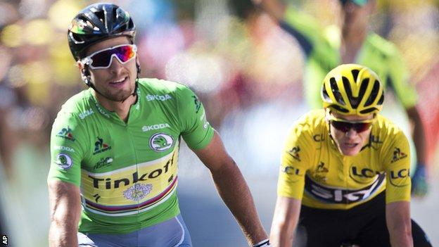 Peter Sagan beats Chris Froome in a sprint