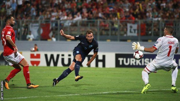 Harry Kane scores England's fourth goal