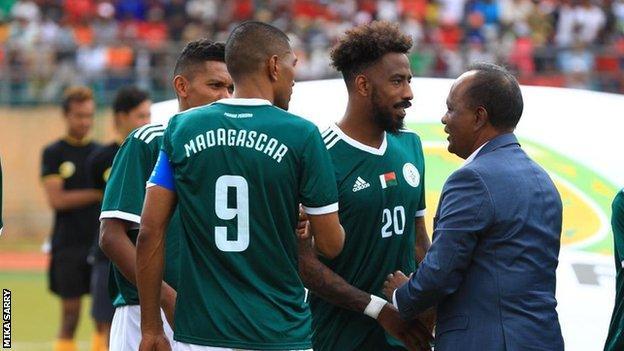 Madagascar captain Faneva Imà Andriatsima (left) introducing his team-mates