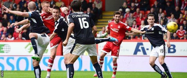 Adam Rooney scores for Aberdeen against Dundee