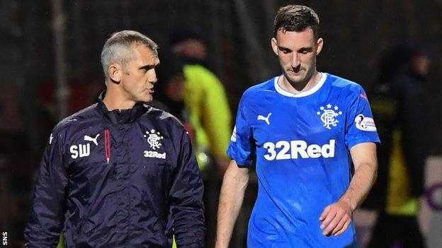 Lee Wallace goes off injured