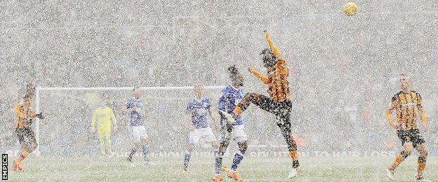 Birmingham and Hull play in the snow
