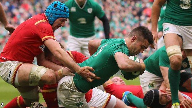 Conor Murray scores for Ireland in the draw with Wales