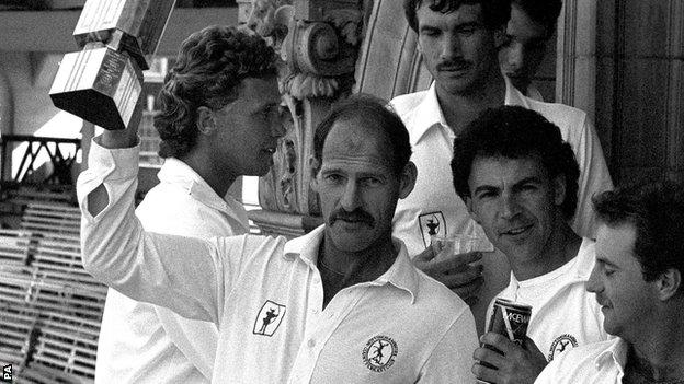Clive Rice lifts the 1987 NatWest Trophy