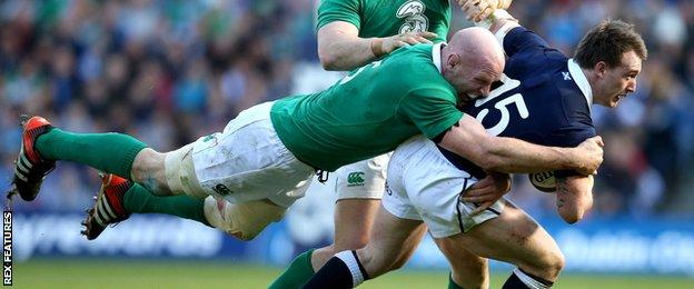 Paul O'Connell tackles Stuart Hogg