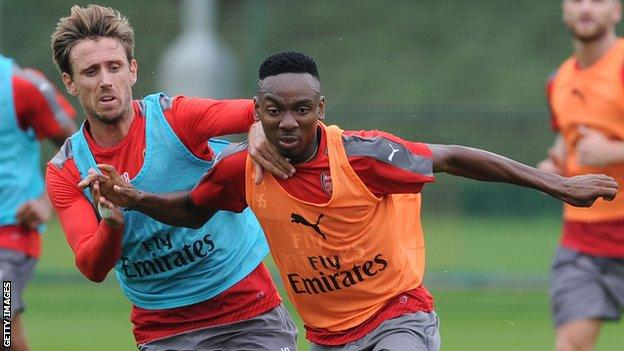 Kelechi Nwakali training alongside Nacho Monreal at Arsenal in 2016