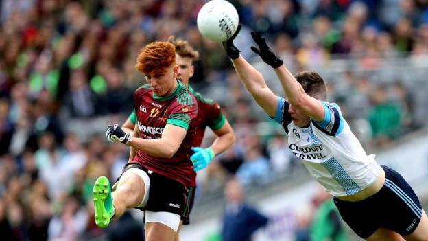 Here Rioghan Meehan of St Ronan's gets a shot in despite the efforts of Ray Walsh