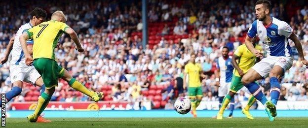 Steven Naismith's 57th-minute strike put Norwich 4-0 up