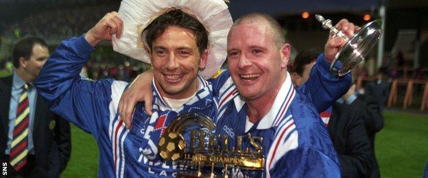 Derek McInnes and Paul Gascoigne celebrate Rangers' ninth league title in a row in 1997