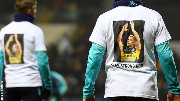 Leeds players warm up in Rob Burrow shirts