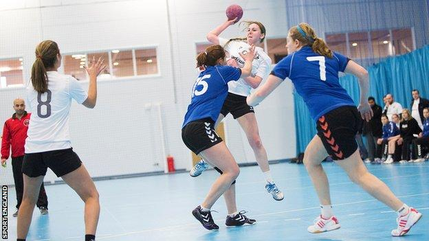 Women playing handball