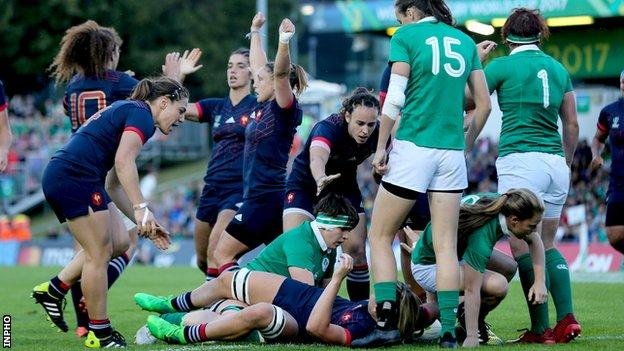 France celebrate after Romane Menager scores her seventh-minute try