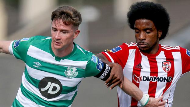 League of Ireland: Shamrock Rovers score two late goals to defeat Derry City 2-1