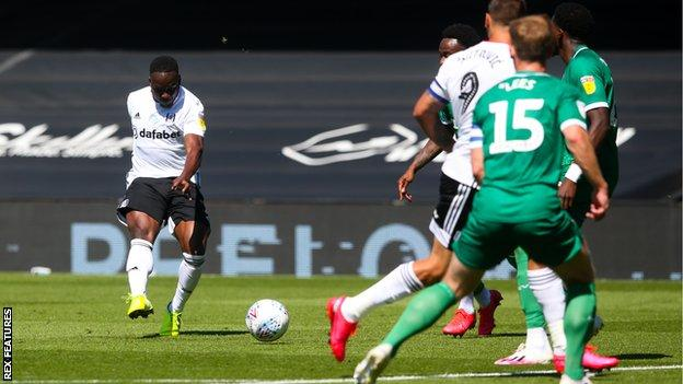 Fulham's Neeskens Kebano scores the first goal of his two goals against Sheffield Wednesday