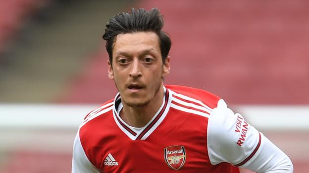 Transfer rumours: Ozil, Abraham, Giroud, Carroll, Felix thumbnail