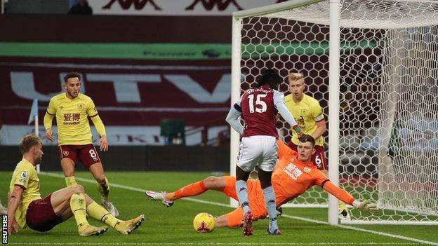 "Aston Villa""Bertrand Traore, Burnley ile Premier Lig maçında golü attı"