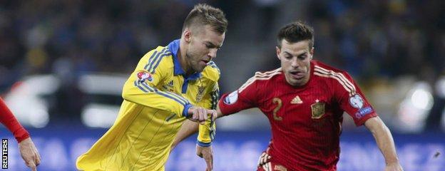 Andriy Yarmolenko takes on Cesar Azpilicueta