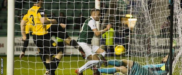 Anthony Stokes bundles in a late goal for Hibs
