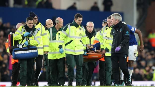 Andre Gomes: Everton midfielder released from hospital after ankle surgery thumbnail