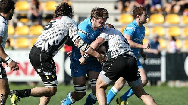 Action from Zebre v Italy