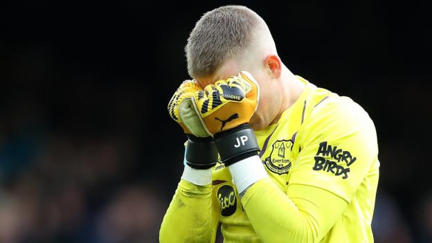 'Erratic' Pickford an England 'dilemma', says Sutton thumbnail