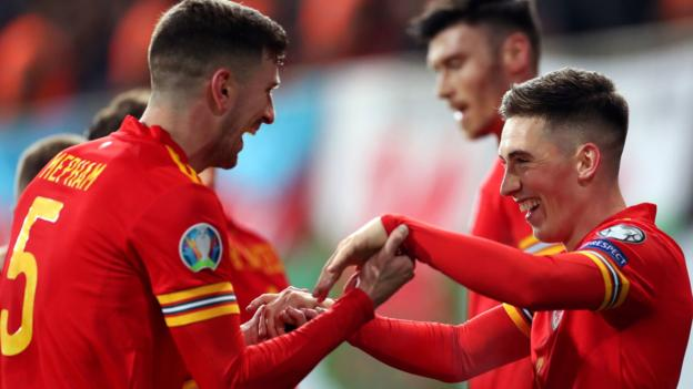 Azerbaijan 0-2 Wales: Moore & Wilson goals keep automatic Euro 2020 qualification alive thumbnail