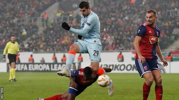 Morata injured as Chelsea draw final Europa League group game
