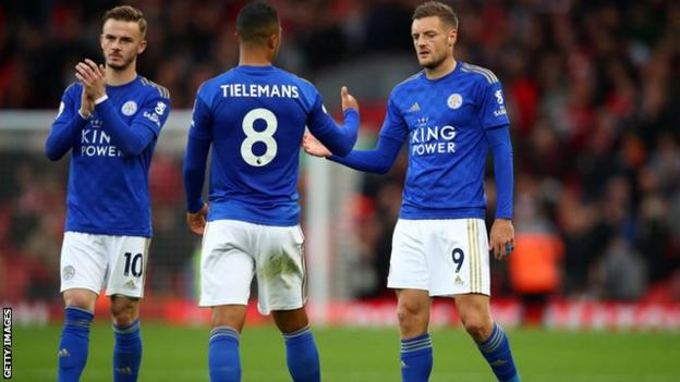 Leicester players react
