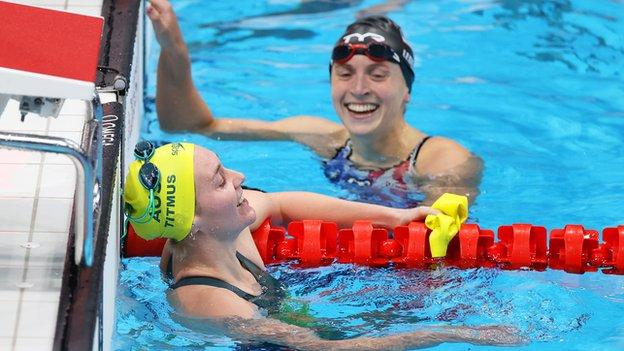 Ariarne Titmus and Katie Ledecky after the 400m freestyle