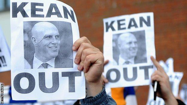 Blackburn fans protest against Steve Kean