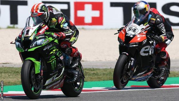 Jonathan Rea and Toprak Razgatlioglu continued their battle for the World Superbike Championship in Jerez