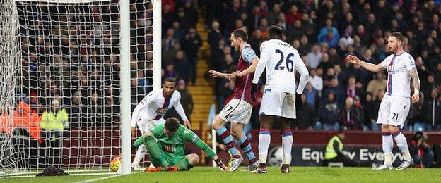 A bad mistake by Crystal Palace keeper Wayne Hennessey helped earn Aston Villa victory
