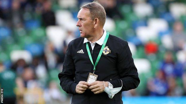 Kenny Shiels ha elevado el nivel de Irlanda del Norte pero continuamente exige más de su equipo