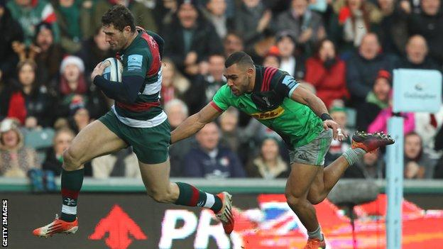 Jonah Holmes scores a try for Leicester