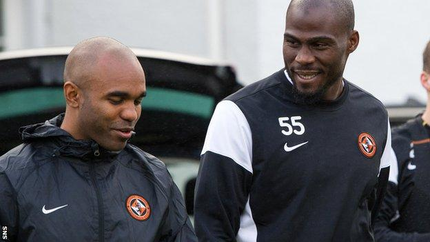 Florent Sinama Pongolle and Guy Demel train with Dundee United