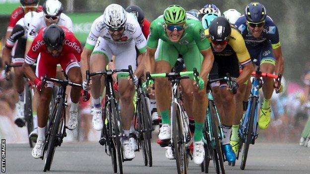 Marcel Kittel wins stage 10 in Bergerac
