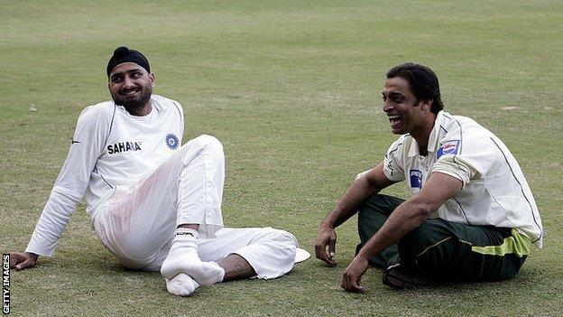 Pakistan's Shoaib Akhtar and Indian cricketer Harbhajan Singh