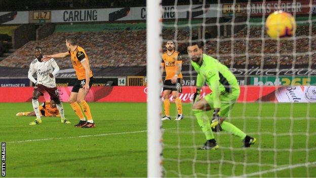 Nicolas Pepe scores for Arsenal against Wolves
