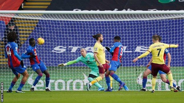 Johann Berg Gudmundsson scores for Burnley at Crystal Palace