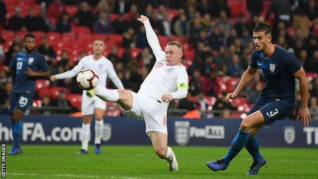 Wayne Rooney stretches for the ball against the United States on Thursday