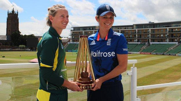 Captains Meg Lanning and Charlotte Edwards with the Women's Ashes trophy