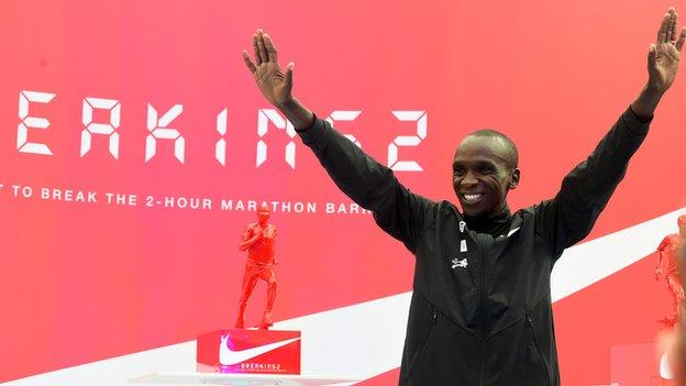 Kipchoge and a trophy