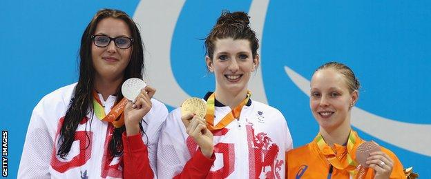 Bethany Firth with other 200m IM medallists Jessica-Jane Applegate (left) and Marlou van der Kulk