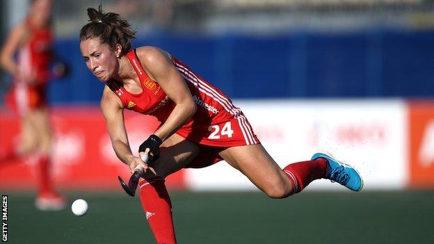 Shona McCallin in action for England Hockey