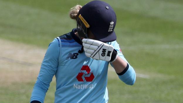Women's Ashes 2019: Australia thrash England by 194 runs to go 6-0 up in series thumbnail
