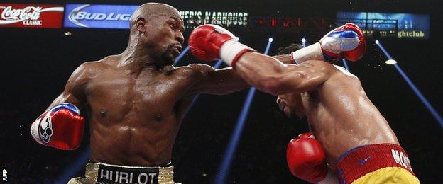 Floyd Mayweather fights Manny Pacquiao