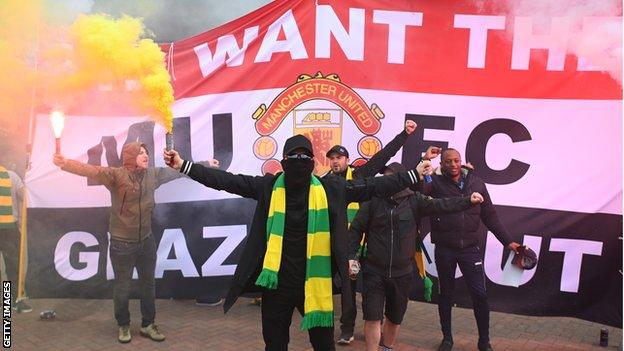 Fans opposing the Glazers