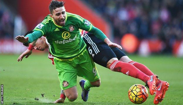 Sunderland's Jose Fonte got his first ever Premier League red card for bringing down Fabio Borini in the 80th minute