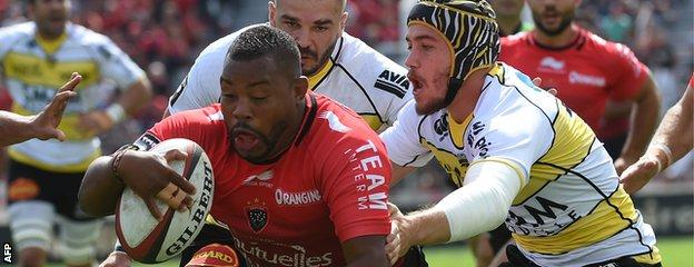 Steffon Armitage carries the ball
